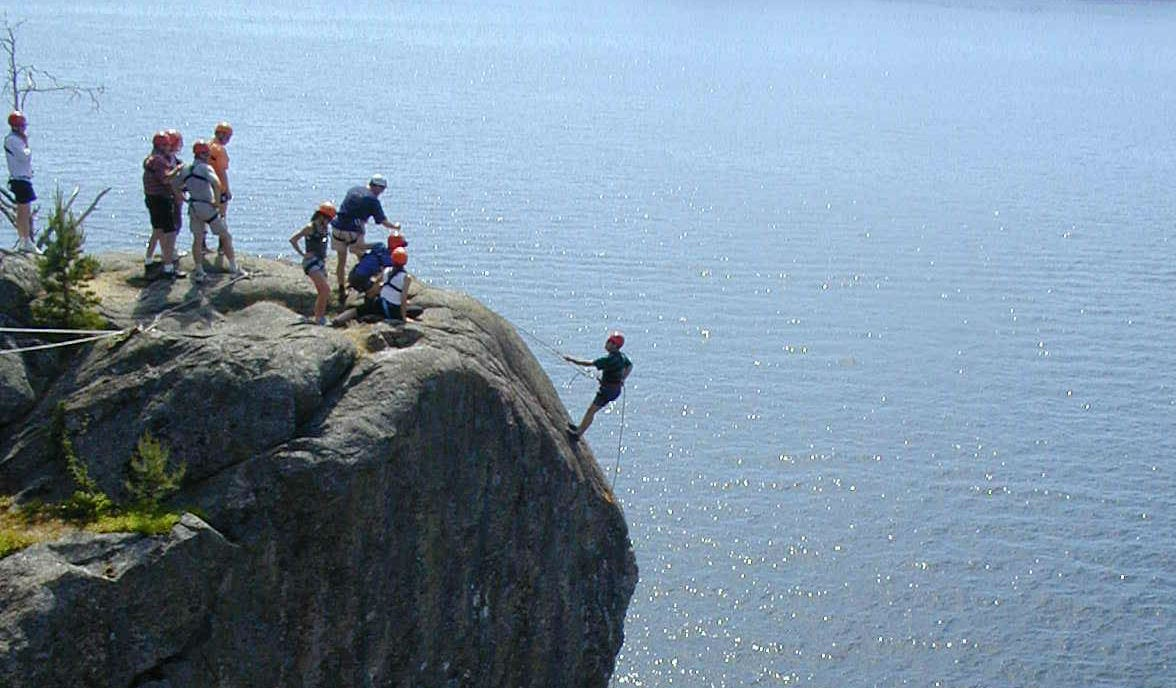 Klätterexpedition-med-bergsfirning-på-nästa-kickoff